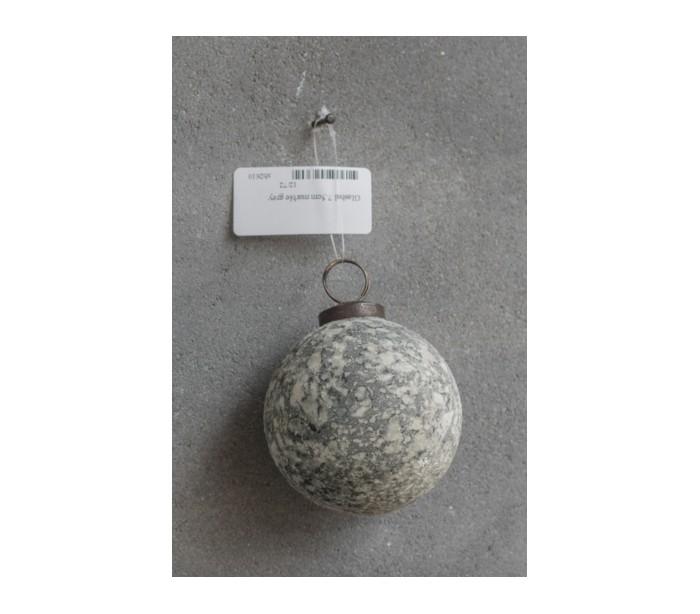 Julekugle i glas ø7,5 cm - marmor grå fra selected by lepong på lepong.dk